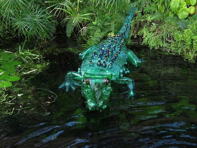 cocodrilo con botellas plasticas