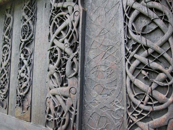 Tallas de madera del templo de urnes